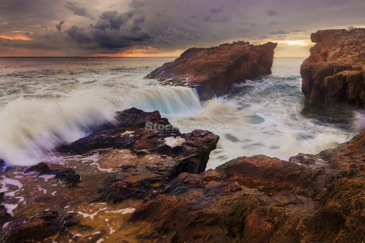 Wave breaking on rocks